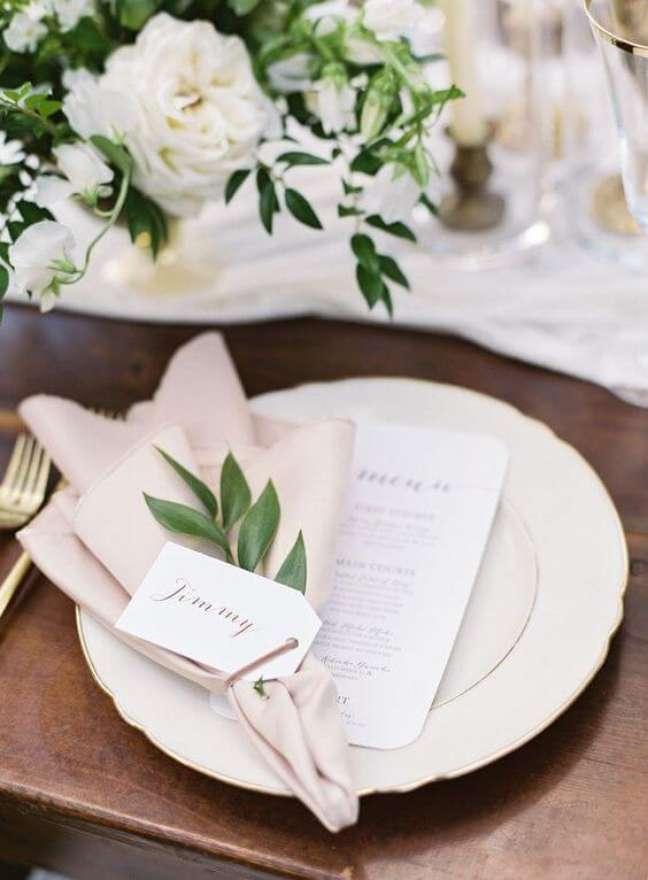 18. Aprenda como dobrar guardanapo de tecido para jantar romântico – via: Pinterest