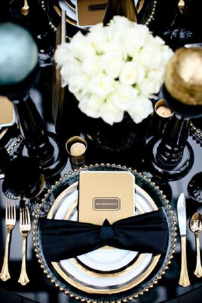 22. Como dobrar guardanapo de pano para jantar moderno – Via: Pinterest