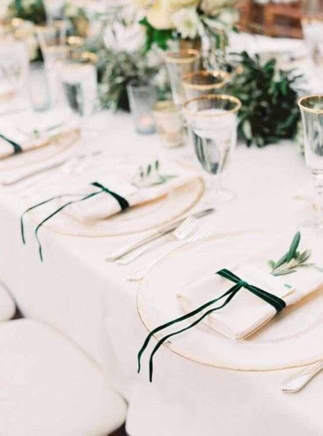 27. Aprenda a montar lindas mesas de jantar e como dobrar guardanapo – Via: Pinterest
