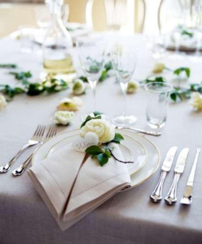 30. Mesa de jantar, aprenda como dobrar guardanapo – Via: Pinterest