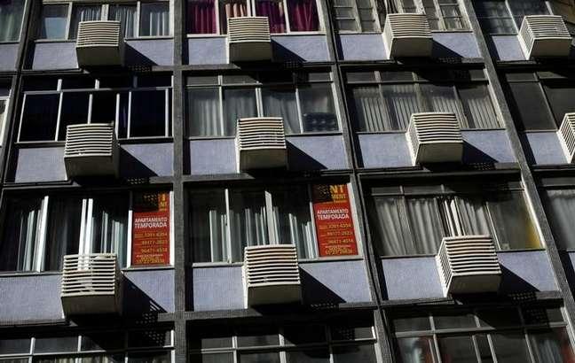 Apartamento com anúncios de aluguel em Copacabana, no Rio de Janeiro 13/06/2016 REUTERS/Ricardo Moraes