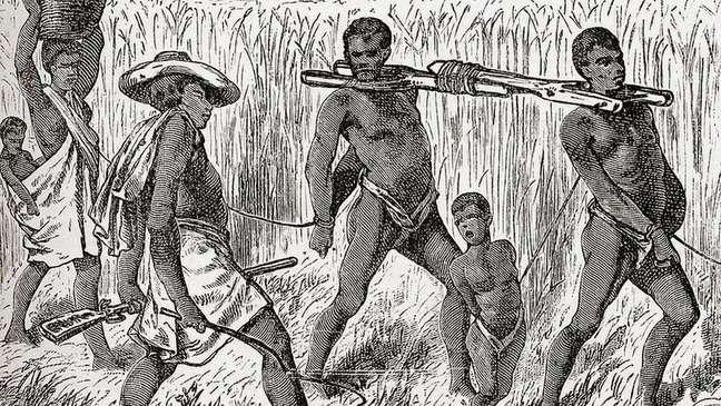 Escravo capturado na África no século 19. Africa Por Keith Johnston, publicado em 1884