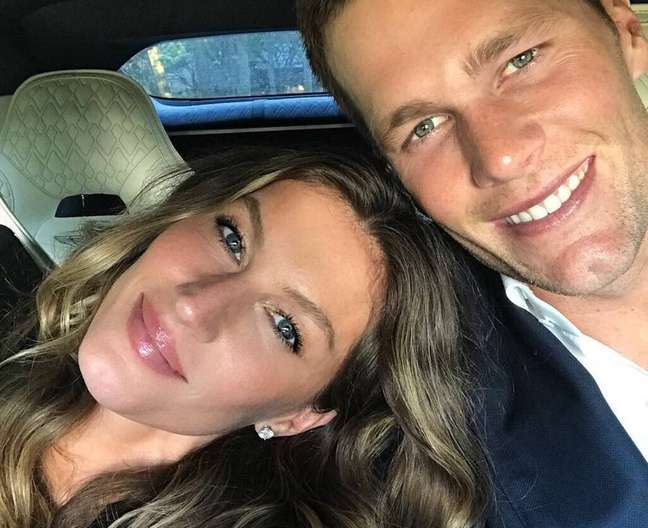 A modelo brasileira Gisele Bündchen e o jogador de futebolamericano Tom Brady.