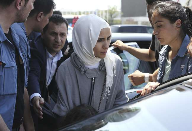 Sumeyye , filha do presidente turco, Tayyip Erdogan, é vista do lado de fora de aeroporto em Istambul 16/07/2016 REUTERS/Huseyin Aldemir