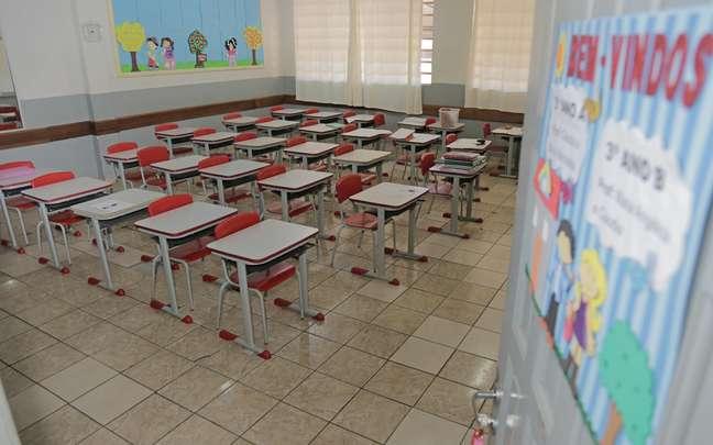 Salas de aula vazias por conta da pandemia do novo coronavírus