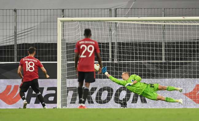 Bruno Fernandes bate pênalti com perfeição e classifica o United
