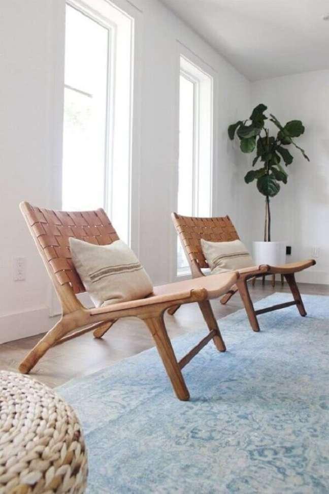 35. A poltrona decorativa de madeira acrescenta um charme super especial na decoração – Foto: Mobao Art Studio