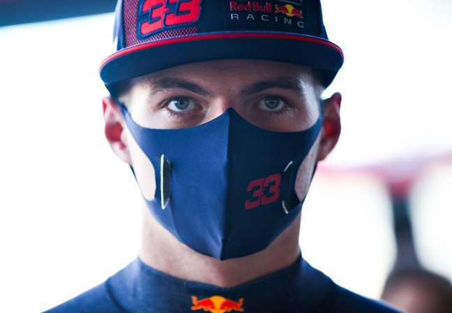 Max Verstappen se anima após os treinos em Barcelona