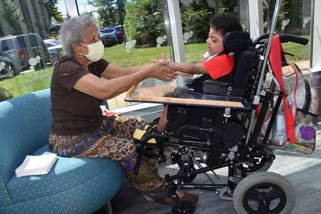 Felicita Melendez não parava de sorrir ao reencontrar o bisneto, Abner, de três anos de idade, hospitalizado desde que nasceu