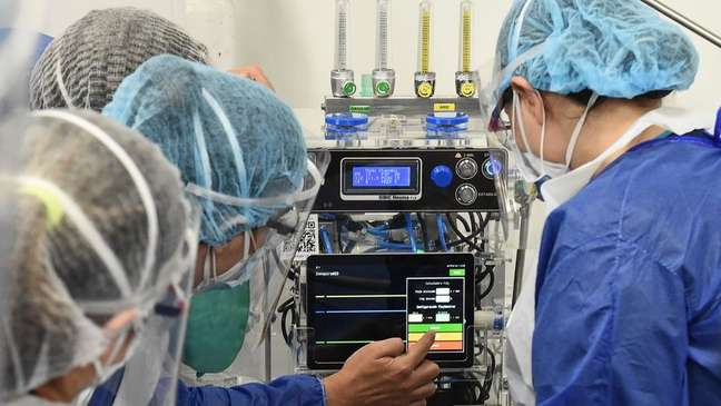 Irregularidades detectadas vão de sobrepeço de itens mais simples a superfaturamento na compra de respiradores e na montagem de hospitais de campanha