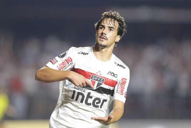 Destaque até a pausa do futebol, Igor Gomes não voltou bem e virou reserva (Foto: Paulo Pinto/saopaulofc.net)