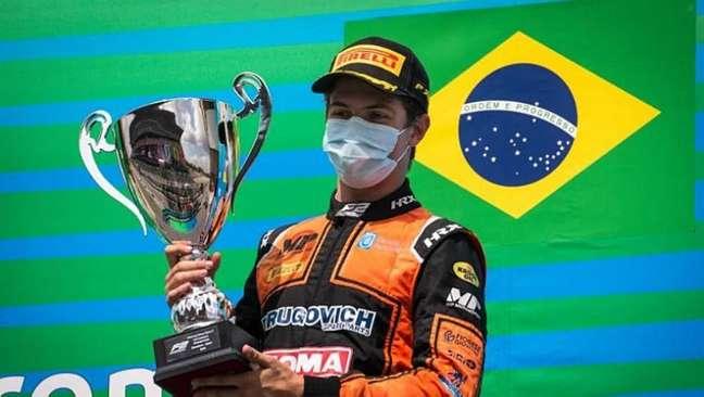 Felipe Drugovich comemora vitória na Espanha pela Fórmula 2