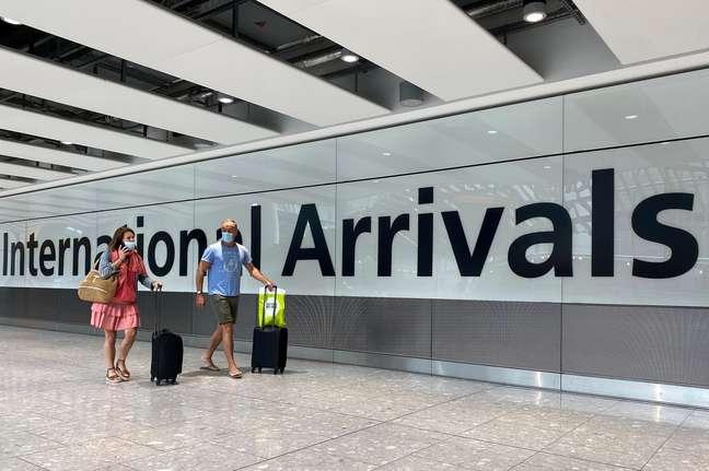 Aeroporto de Heathrow, em Londres: brasileiros precisam cumprir quarentena de 14 dias ao entrar no Reino Unido