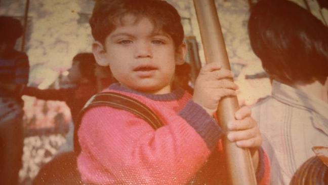 Jorge Elkin, hoje com 44 anos, não sabia que era adotado, mas desconfiou de sua história de vida e, já adulto, descobriu ter um irmão gêmeo
