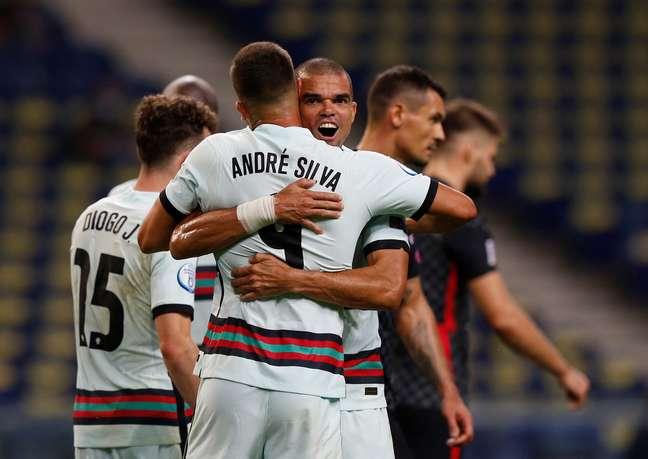 Pepe e Andre Silva comemoram vitória de Portugal