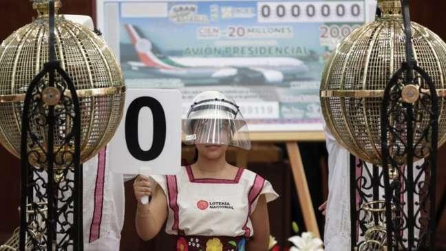 Depois de uma enorme campanha midiática, sorteio da aeronave presidencial finalmente foi realizado no México