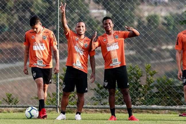 Otero e Cazares estão perto de reeditar dupla agora com a camisa do Corinthians (Foto: Bruno Cantini/Atlético-MG)