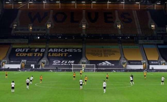 Estádios vazios dão a tônica do Campeonato Inglês na temporada (NICK POTTS / AFP)