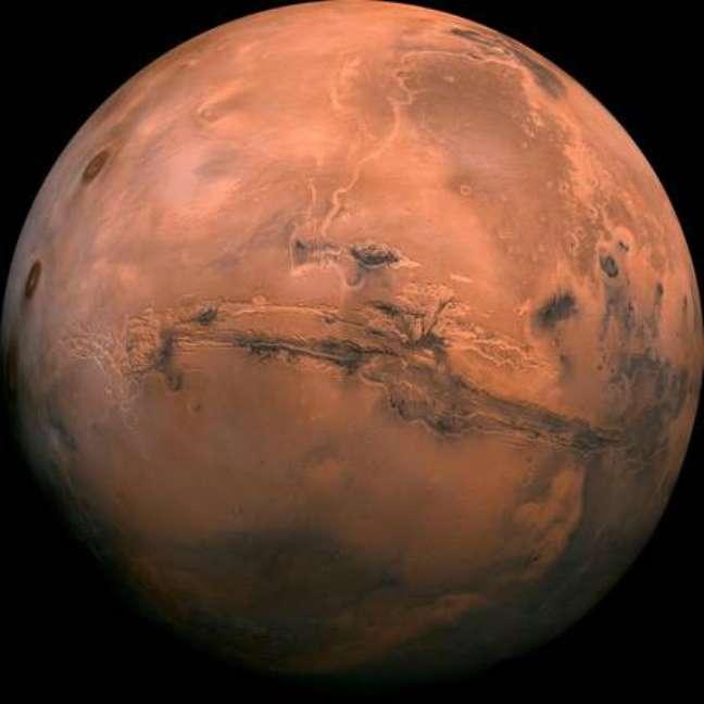 Italianos descobriram uma rede de lago de água salgada no polo sul de Marte