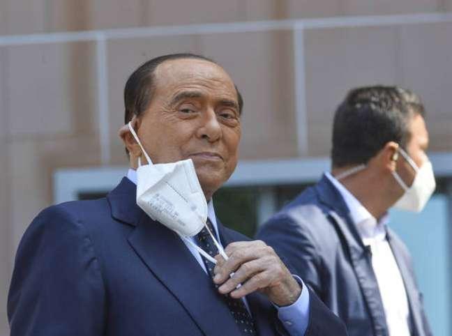 Berlusconi chegou a ficar internado por 10 dias para tratar da Covid-19