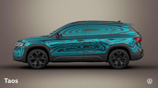 Volkswagen Taos com a camuflagem feita pelo designer José Pavone: disfarce no vão livre do solo.