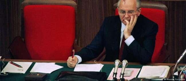 Gorbachev: festejado pelos alemães, alvo de críticas entre os russos