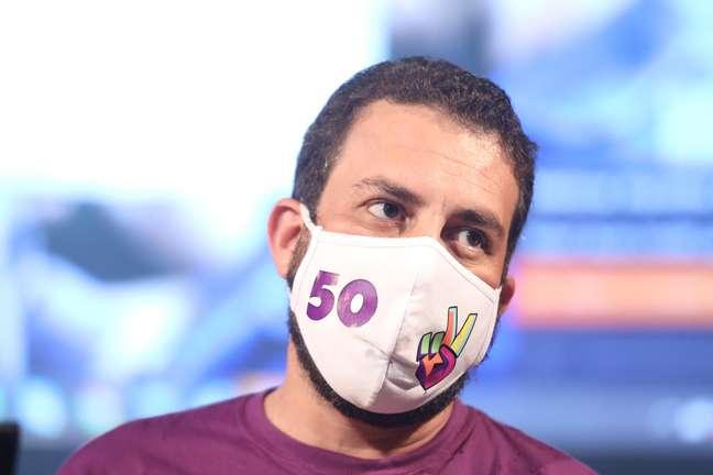 """Guilherme Boulos (PSOL) disse que a criação do programa """"renda solidária"""" é a principal proposta de sua campanha"""