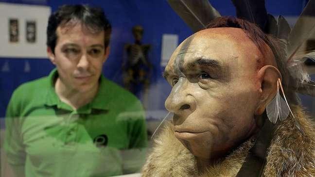 O cruzamento entre sapiens e neandertais pode ter ocorrido várias dezenas de milhares de anos atrás.