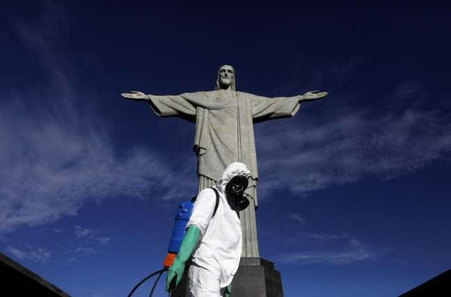 Brasil está há 168 dias com uma média móvel de mortes acima de 300