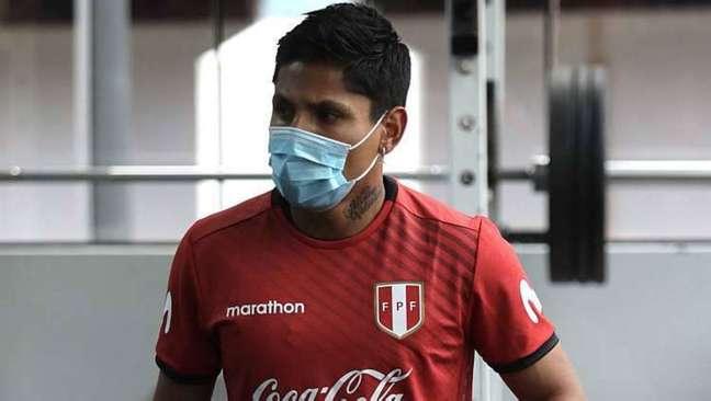 Raúl Ruidíaz, atacante da seleção peruana, está com coronavírus
