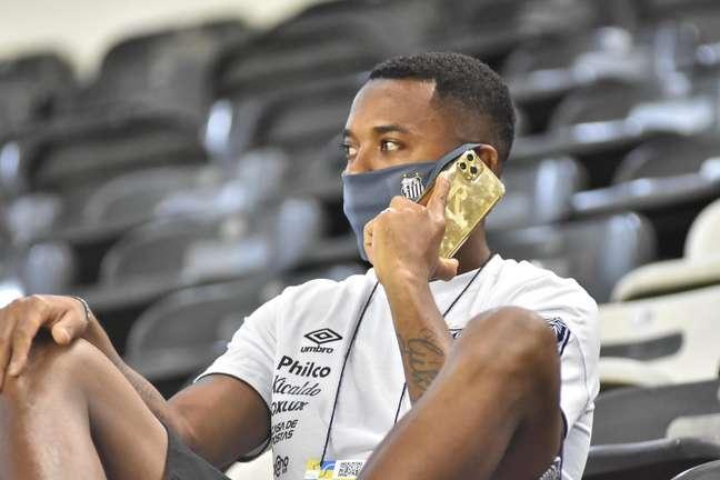 Robinho teve o contrato com o Santos suspenso