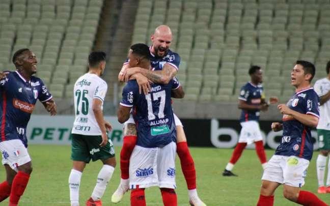 Palmeiras tem sofrido com o setor defensivo (Foto: Bruno Oliveira/Fortaleza)