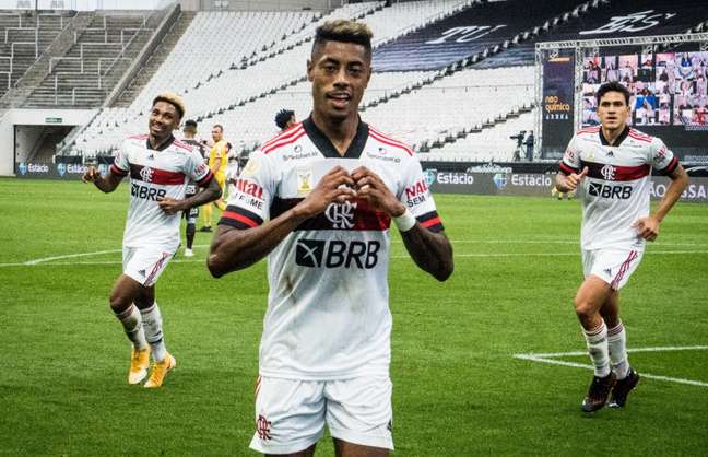 Bruno Henrique fez um dos gols na goleada de 5 x 1 sobre o Corinthians