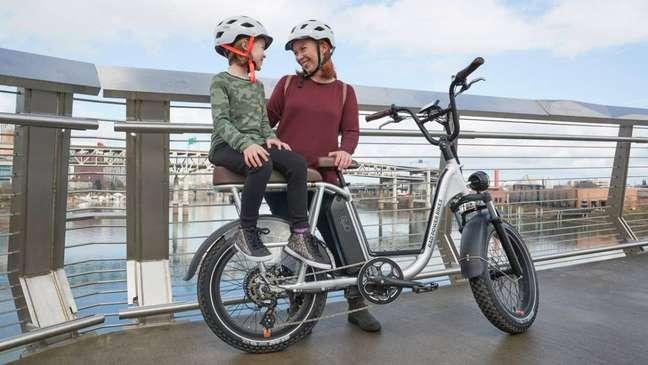 Bicicleta elétrica: alternativa interessente para um país que precisa de mobilidade sem poluição.