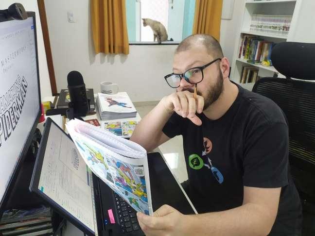 Leo Kitsune é editor de quadrinhos, mas espera alcançar o sonho da dublagem (Imagem: Leonardo Kitsune/Acervo pessoal)