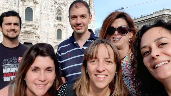 Fide adora viajar com amigos, como Oscar Millet (de camisa listrada)