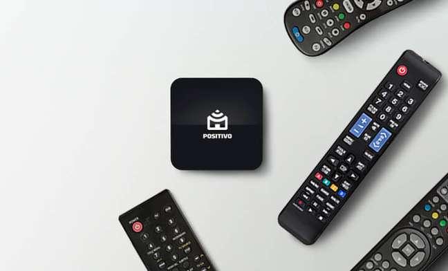O Smart Controle Universal Positivo aprende e centraliza todos os botões de dispositivos controlados via infravermelho, abarcando TVs, ares-condicionados, ventiladores, DVDs e caixas de som.