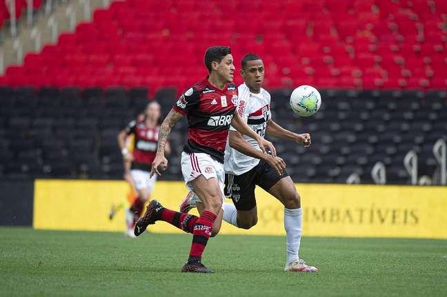 Pedro fez o gol do Flamengo, que foi goleado pelo São Paulo por 4 x 1