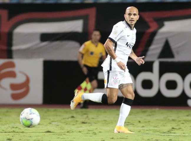 Fábio Santos fez o gol do Corinthians no empate contra o Atlético Goianiense