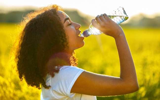 Retenção de líquido: saiba o que fazer para evitar o inchaço