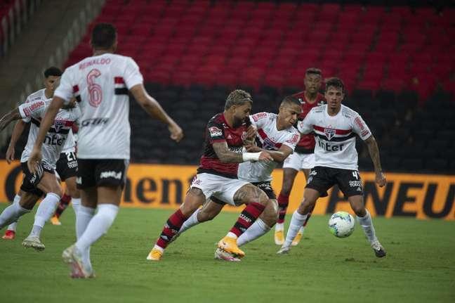 Gabigol fez o gol do Flamengo, que perdeu para o São Paulo por 2 x 1