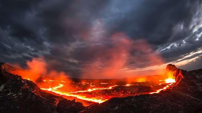 Imagine uma paisagem de magma e rochas geladas e você terá uma ideia aproximada de como é a superfície de K2-141b