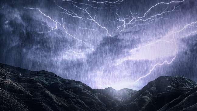 'Como chuva, mas com pedras e ventos supersônicos'