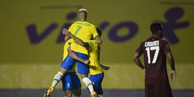 Os jogadores da Seleção comemoram o único gol da vitória sobre a Venezuela por 1 x 0