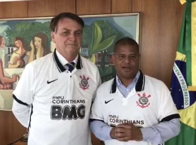 Marcelinho Carioca colou a imagem em Bolsonora e teve apenas 7 mil votos