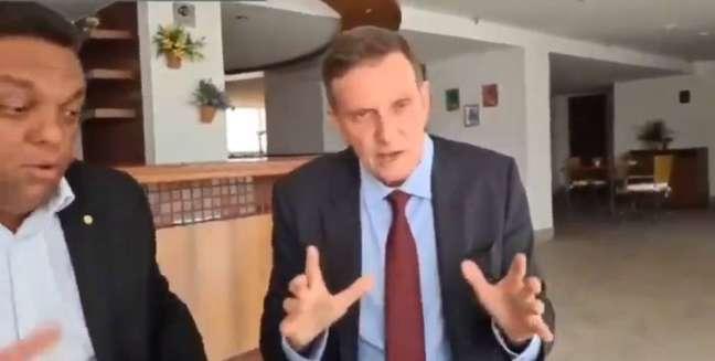 Crivella em vídeo gravado ao lado do deputado federalOtoni de Paula(PSC-RJ)