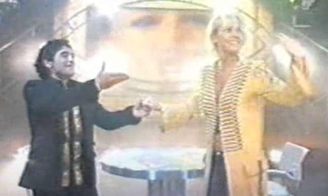 Maradona recebeu Xuxa em seu programa de entrevistas na TV em 2005