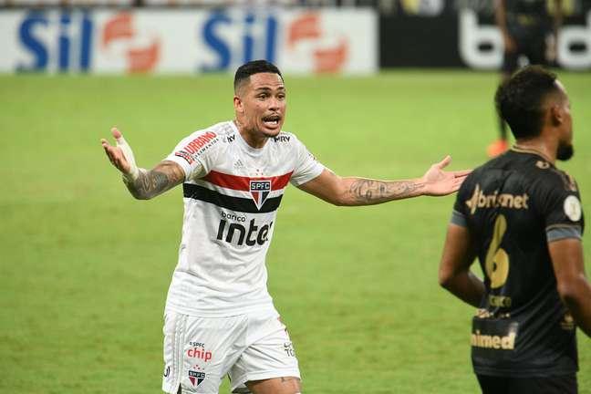 Com polêmica do VAR, São Paulo empatou com o Ceará por 1 a 1 e pode pedir anulação da partida