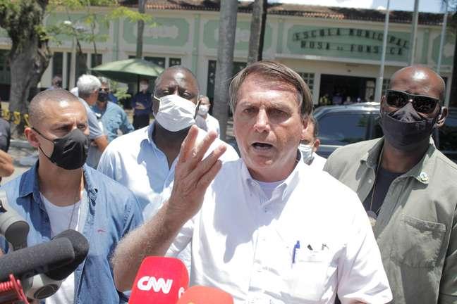 Bolsonaro votou no Rio e voltou a defender o voto impresso