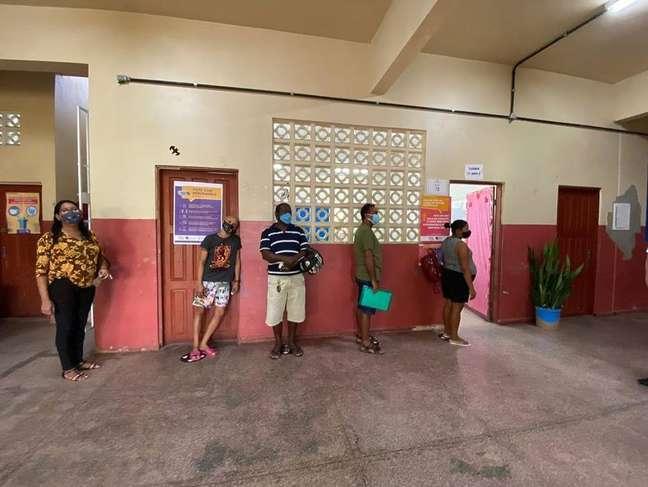 Capital do Amapá registra filas em alguns locais de votação.
